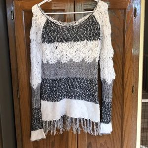 Loose knit sweater with fringe edges